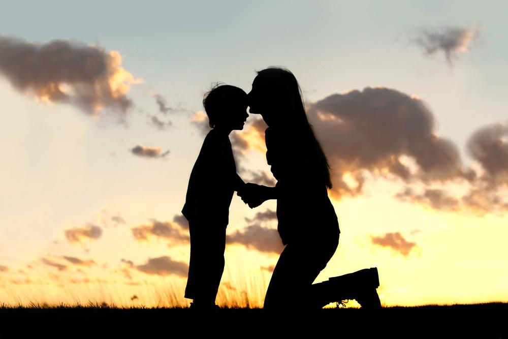 Mère Célibataire avec son enfant. Relation mère-fils