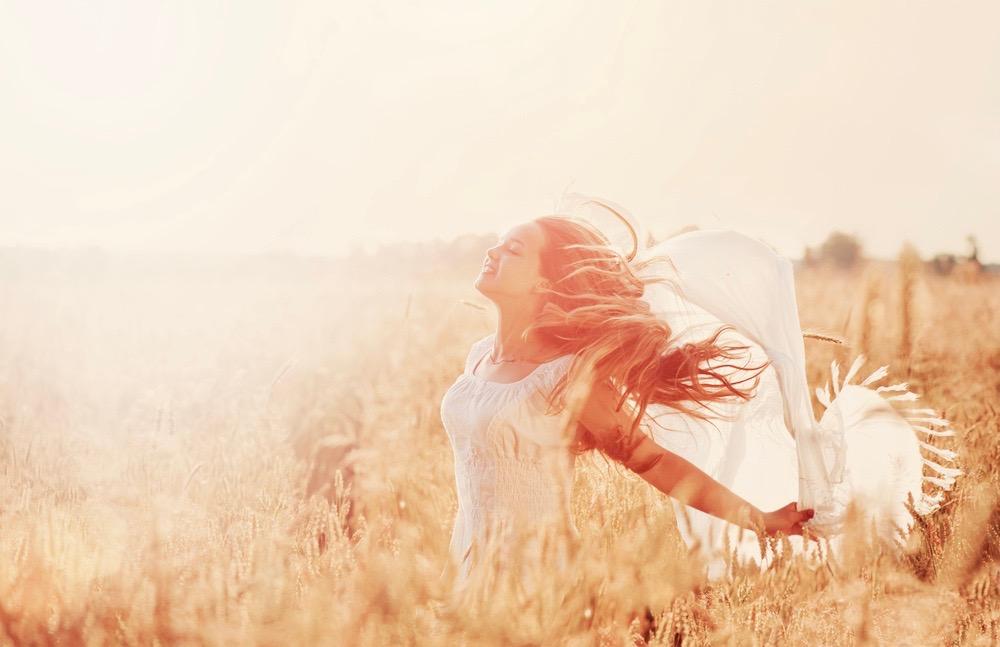 femme liberee et heureuse