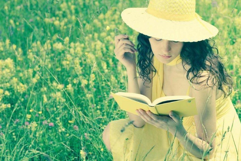 femme lecture ete