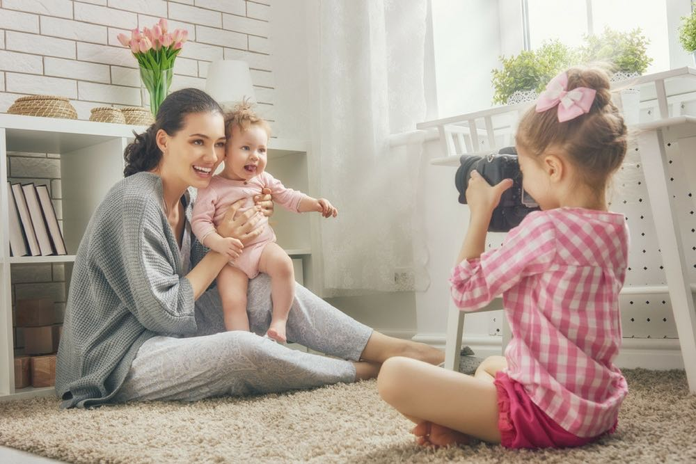 maman avec ses deux filles