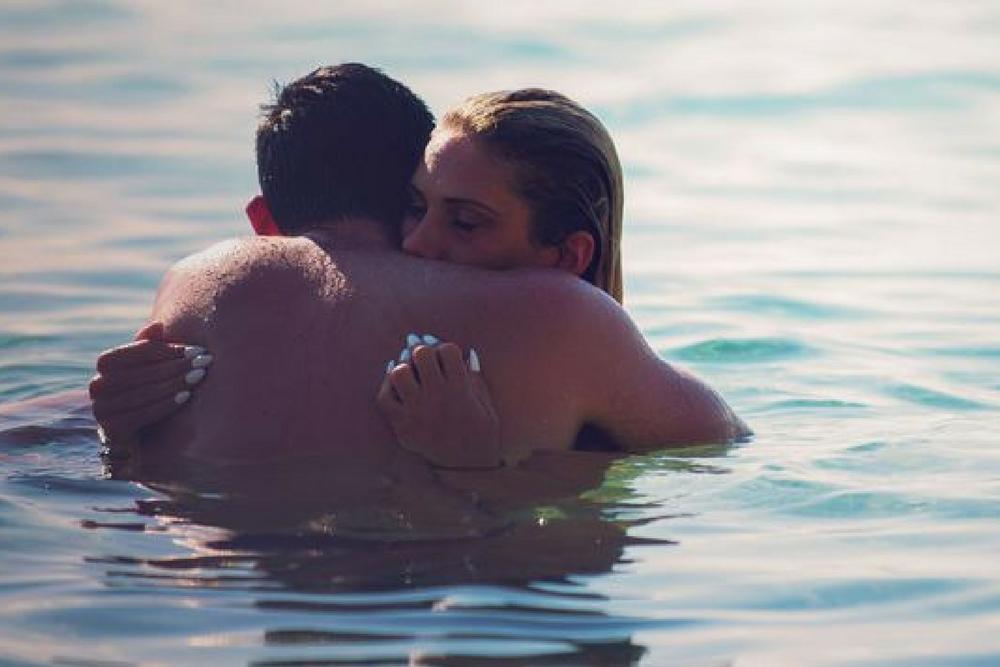 couple dans l eau