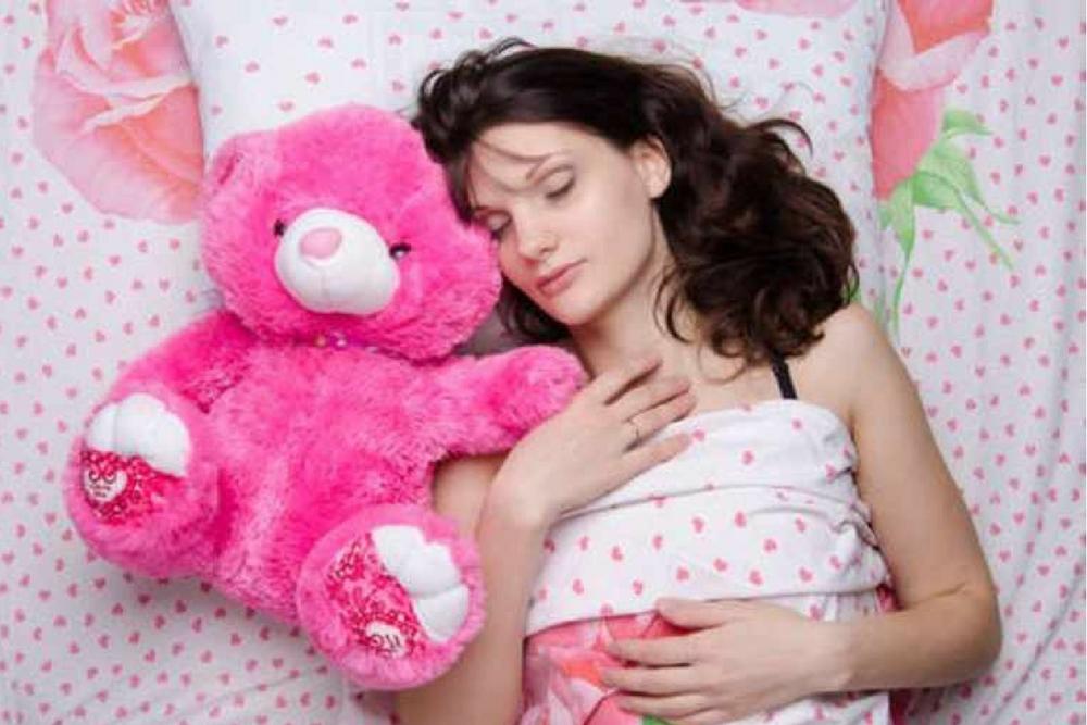 femme seule dans son lit