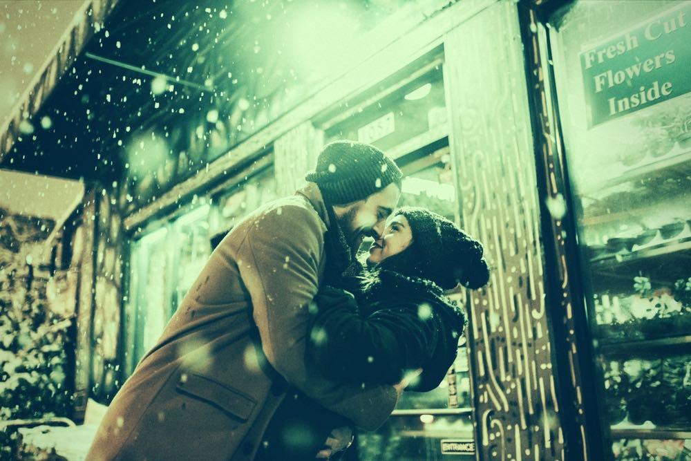 couple amoureux qui s embrassent